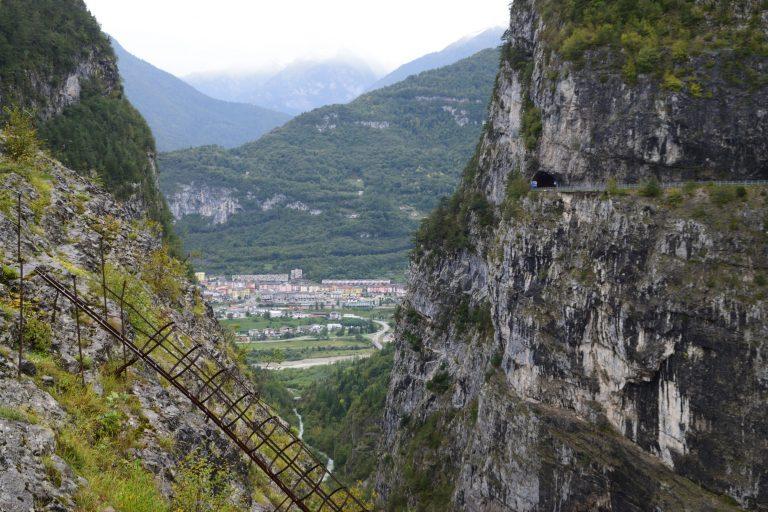 Il secondo paese di Longarone immortalato dalla cima della diga
